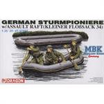 German Sturmpioniere mit Floßsack
