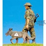 Hundeführer mit Hund