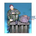 Soldat, sitzend