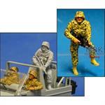 Infanterist, stehend, sichernd