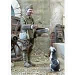 Französischer Soldat füttert einen Hund 1:35