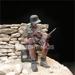 Soldat liest Zeitung,  Afrika Korps 1:35
