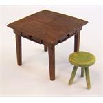 Tisch und Hocker
