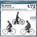 Wachpersonal mit Fahrrädern / Guard with bicycle