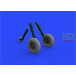 Spitfire Mk. IX wheels 5 spoke w/pattern tire 1/32
