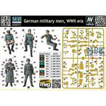 German Military Men WWII Era  5x Figures