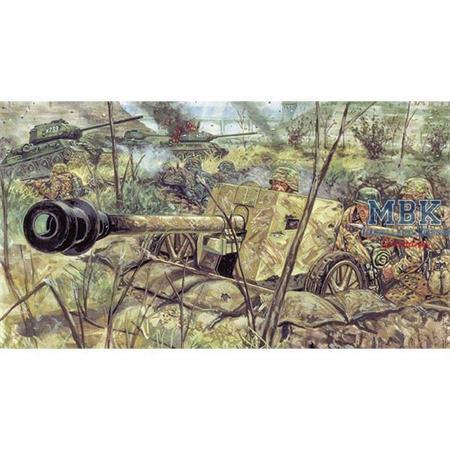7,5 cm  PAK 40 AT Gun with servants