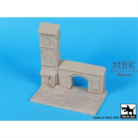 House with Gate base  1/72