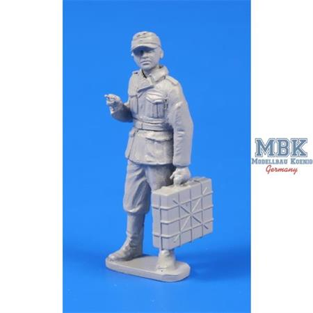 German WWII Soldier with Grenade case 1/48