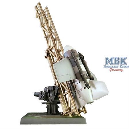 Flugabwehrrakete Enzian E-4 auf Sockellafette