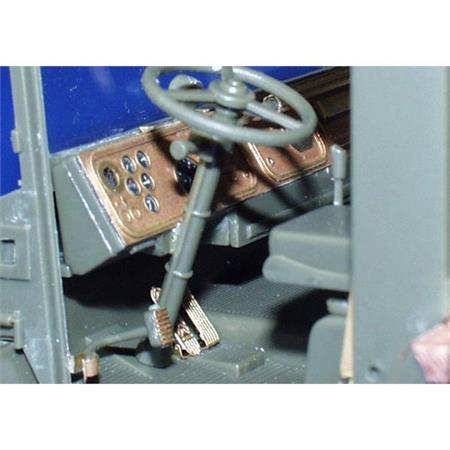 Faun SLT-56 interior (Trumpeter)