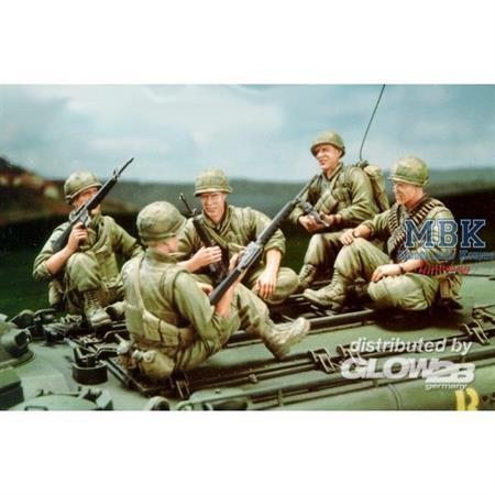U.S. Marine Corps LVTP5A1-5 Figures