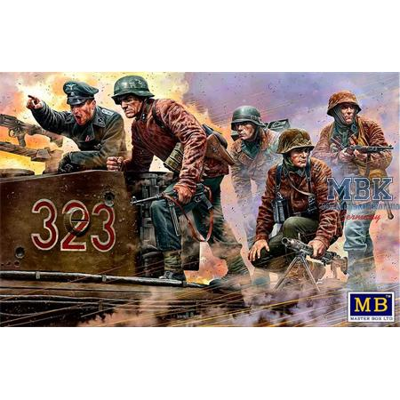 German Military Men 1944-45  Das MG ist dort..