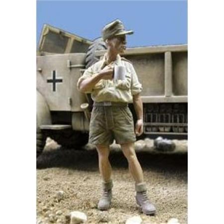 Trinkender Deutscher Soldat, Afrika Korps  1:35