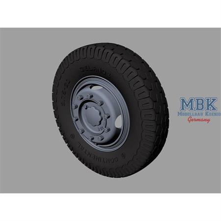 Hanomag SS100 Road wheels (Continental)