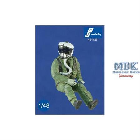 US Pilot mit JHMCS Helm, sitzend