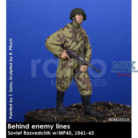 """Soviet Razvedchik w/MP40 """"Behind the lines"""" 1/35"""