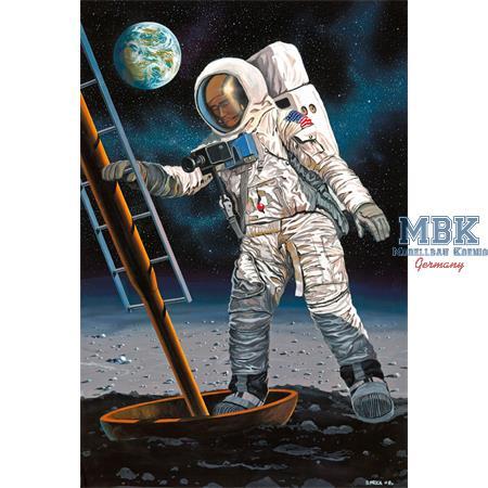 Apollo 11 Astronaut on the Moon 1:8