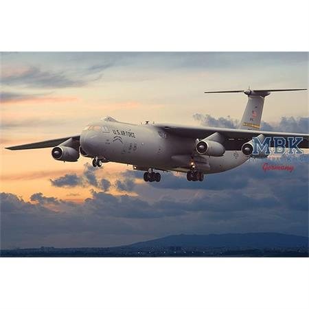 Lockheed C-141B Starlifter in 1:144
