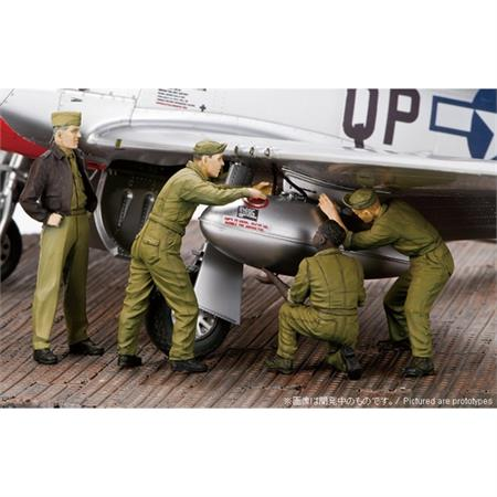 US Mechanics Fixing Tank Figures